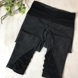Lululemon Black and Gray Cropped Tight Size 6